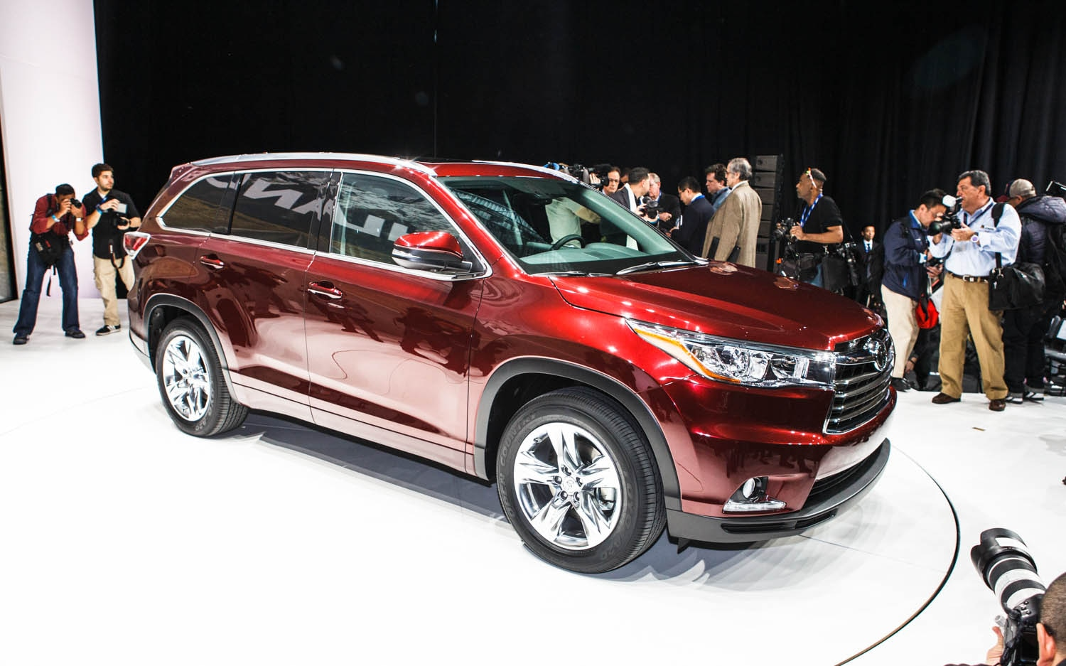 2014 Toyota Highlander Front Three Quarter 41