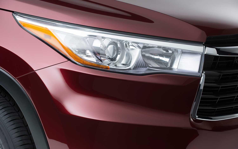 2014 Toyota Highlander Headlight Grille Teaser1