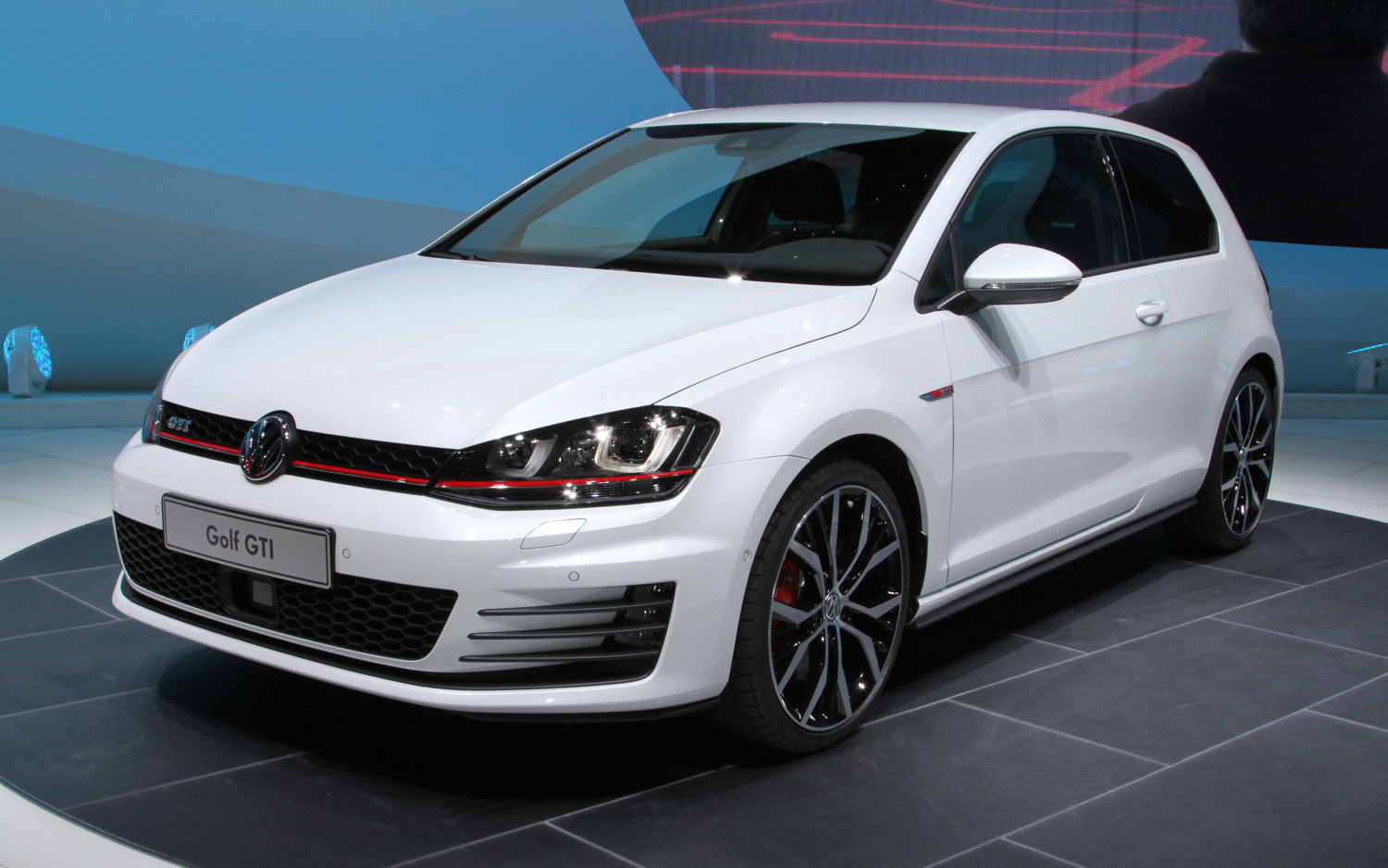 2015 Volkswagen GTI Front Left View1