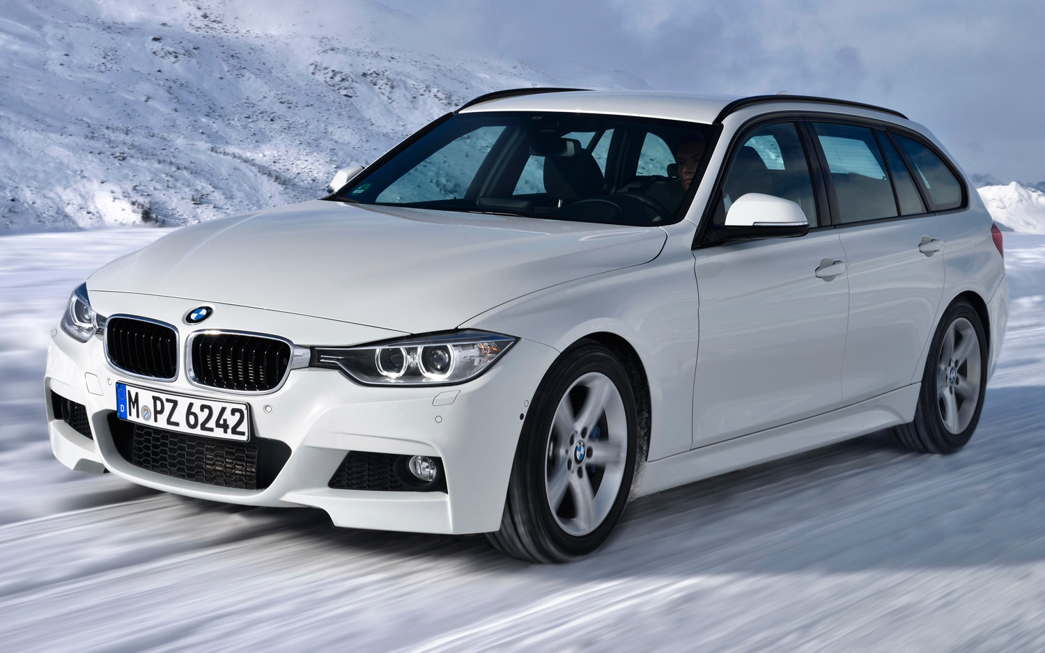 BMW 320d XDrive Touring Euro Spec Front Motion View1