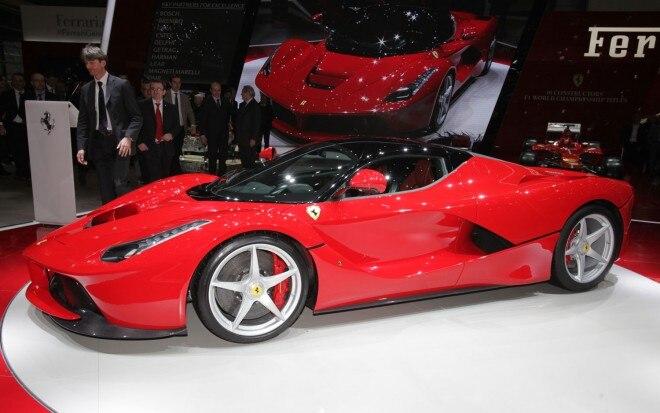 Ferrari LaFerrari Left Side View2 660x413