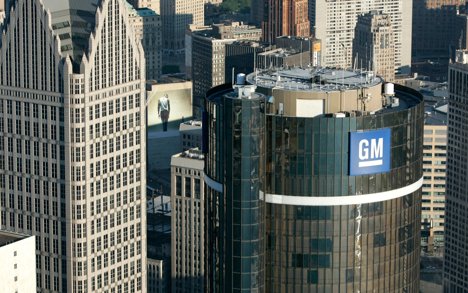 GM Renaissance Center 21