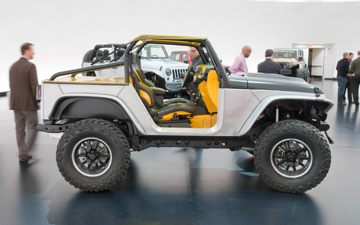 Jeep Wrangler Stitch Concept Side View11