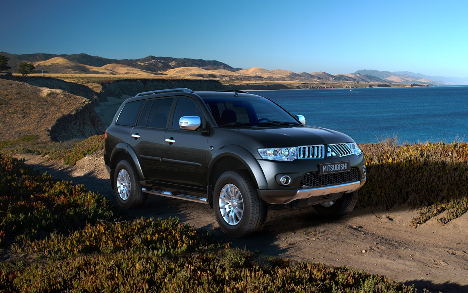 next mitsubishi pajero montero may move upmarket offer phev. Black Bedroom Furniture Sets. Home Design Ideas