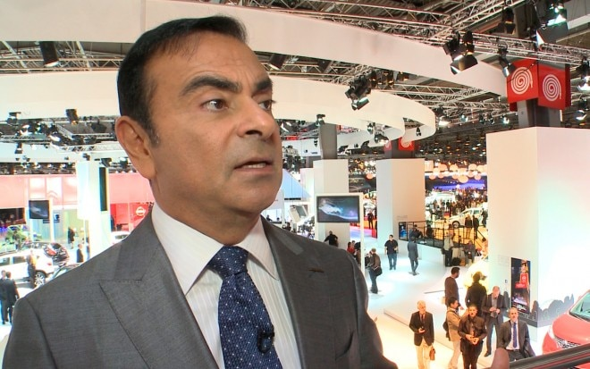 Nissan CEO Carlos Ghosn At Auto Show 660x413