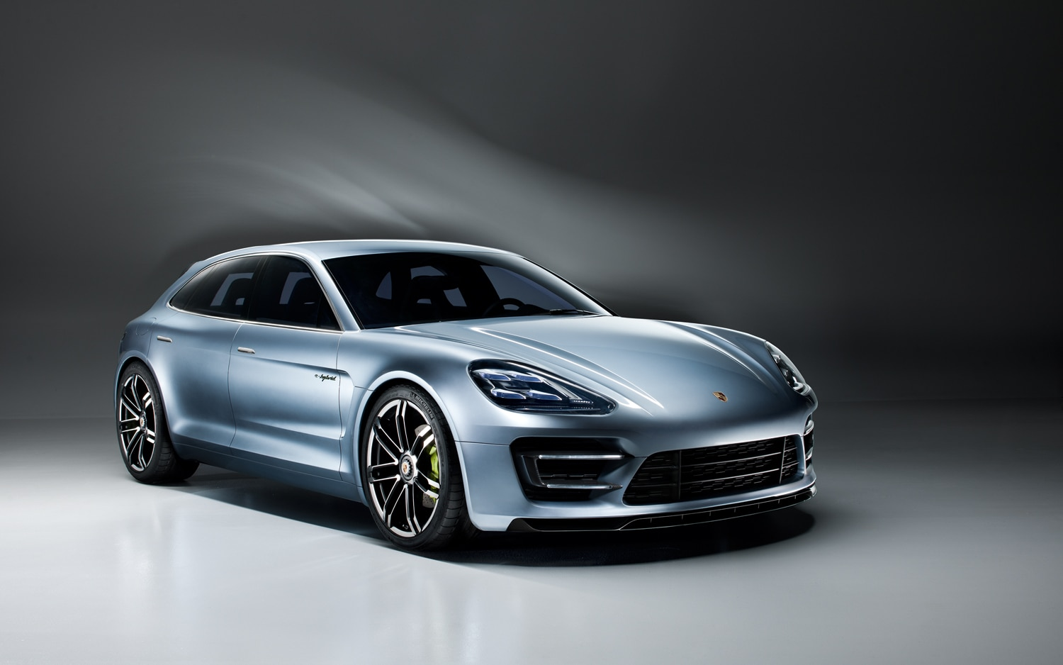 Porsche Panamera Sport Turismo Front Right View1