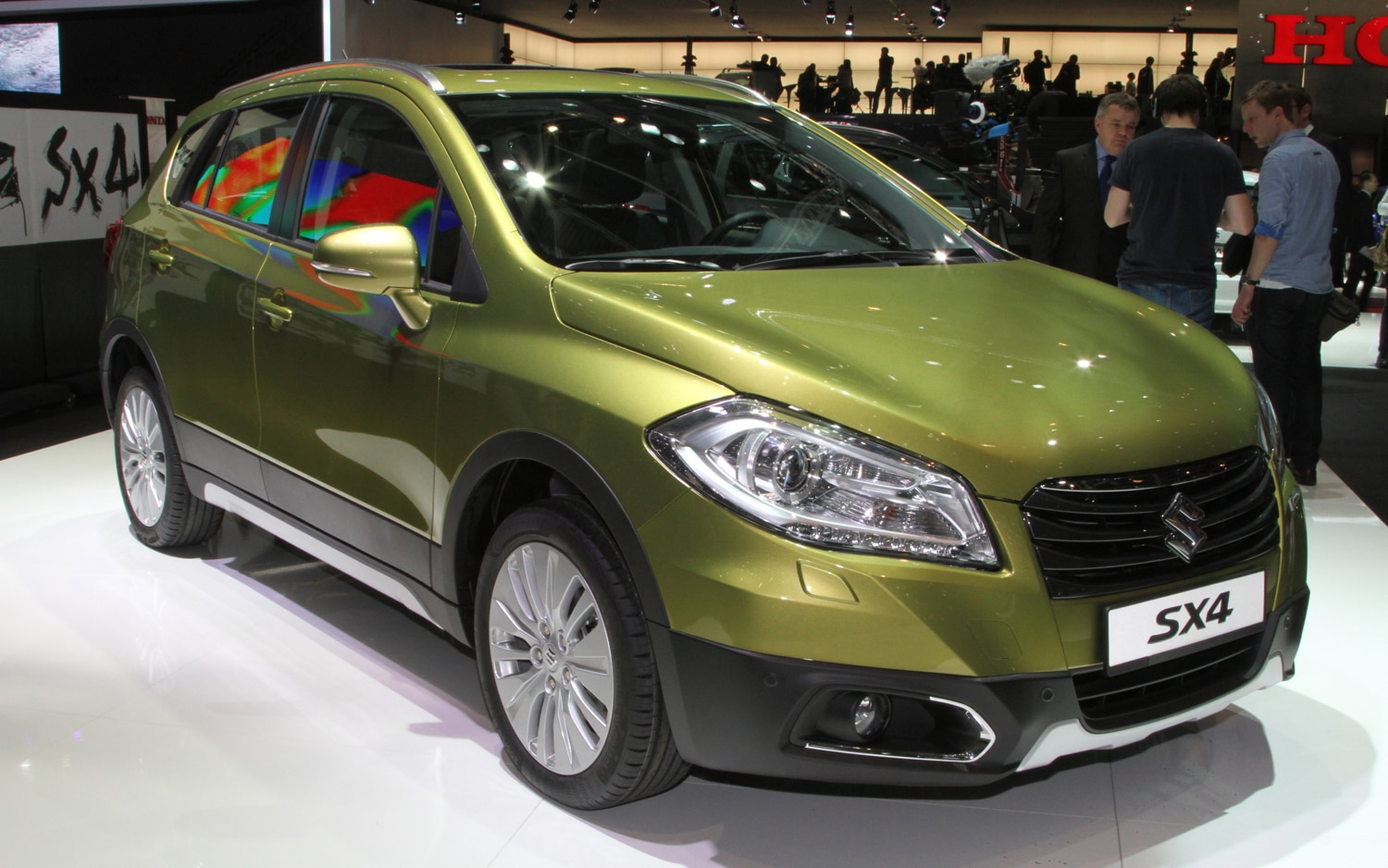Suzuki SX4 Front Three Quarters1