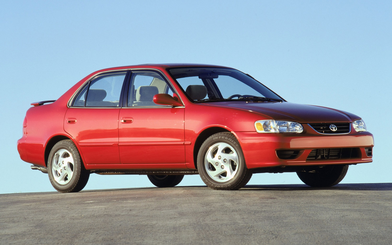 2002 Toyota Corolla LE Front Three Quarter1