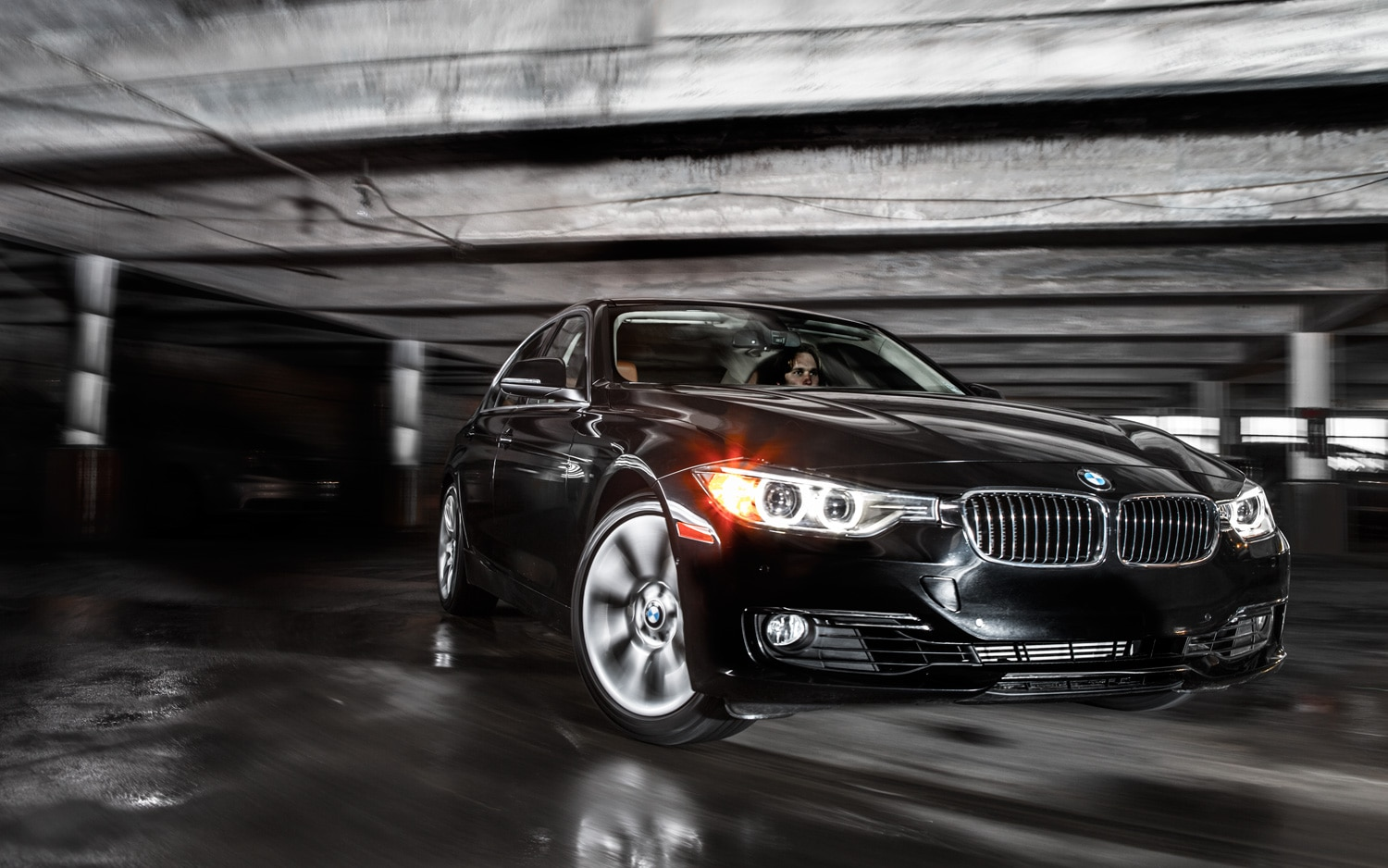 2012 BMW 328i Front Right View1