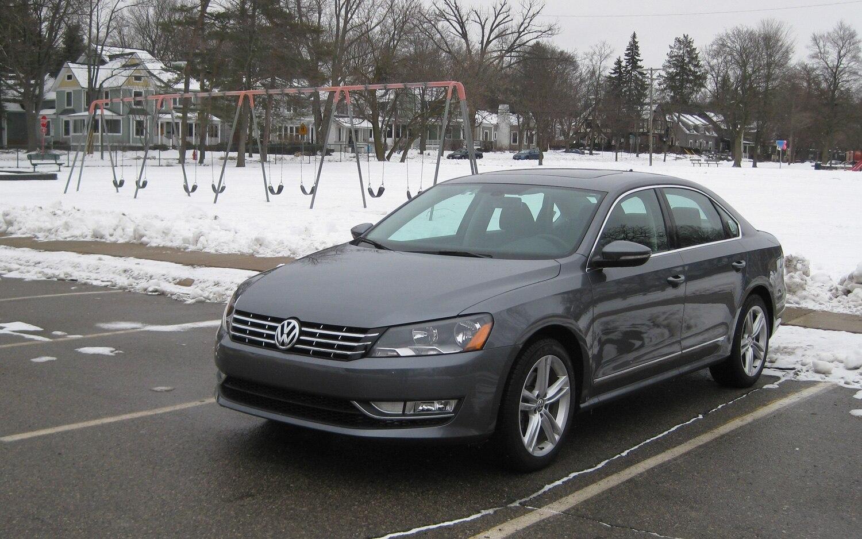 2012 Volkswagen Passat TDI Front Left View1