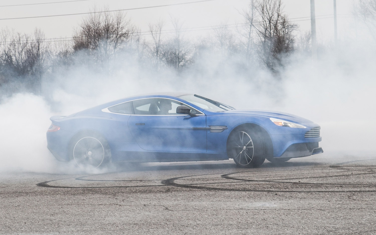 2013 Aston Martin Vanquish Right Side View Burnout1