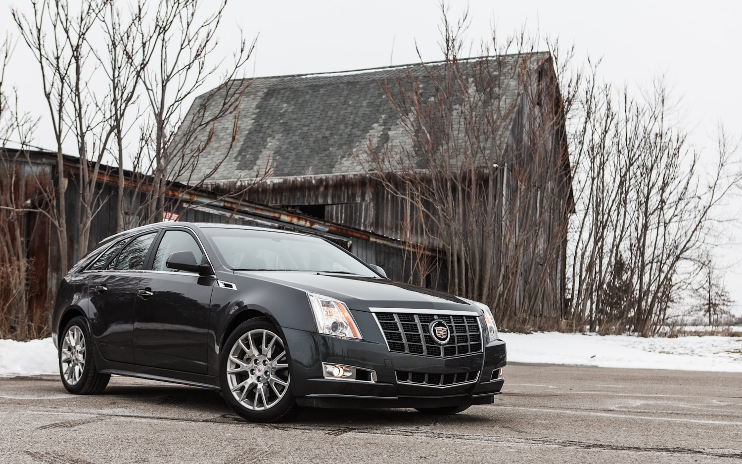 2013 Cadillac CTS Sport Wagon Front Right View 21