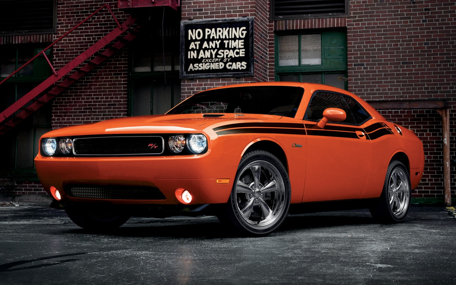 2013 dodge challenger rt front three quarters view