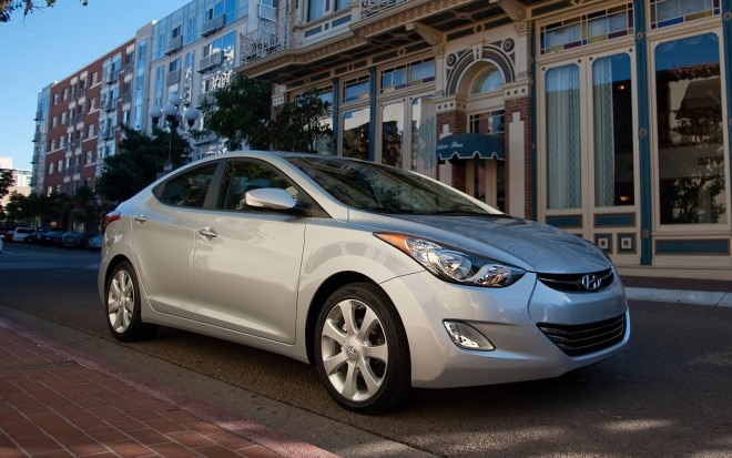 2013 Hyundai Elantra Sedan Right Front Angle1 660x413
