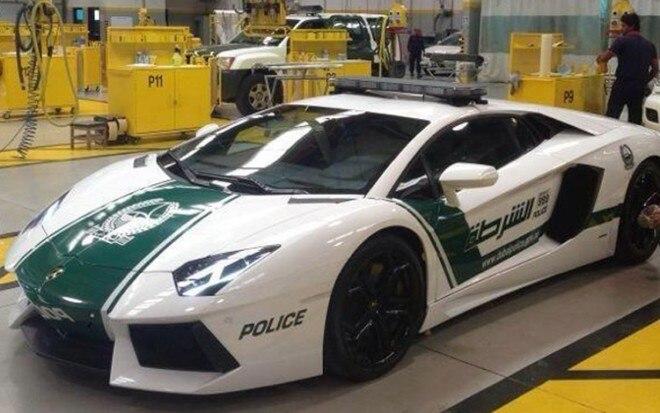 2013 Lamborghini Aventador Front Three Quarter Dubai Police1 660x413