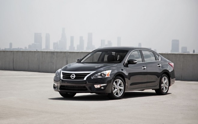 2013 Nissan Altima SL Front Three Quarters1 660x413