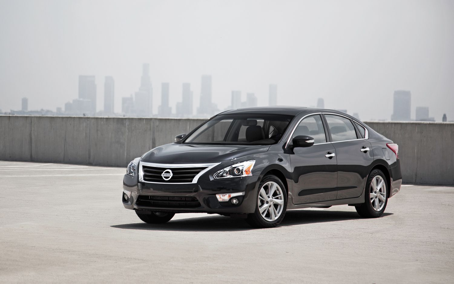 2013 Nissan Altima SL Front Three Quarters1