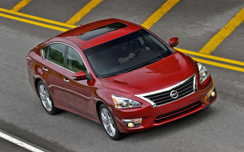2013 Nissan Altima Front Three Quarter Motion 21