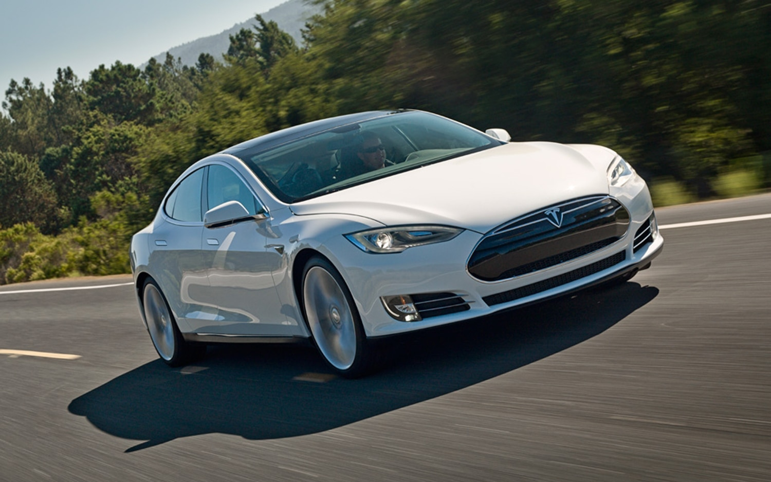 2013 Tesla Model S Front Right View1