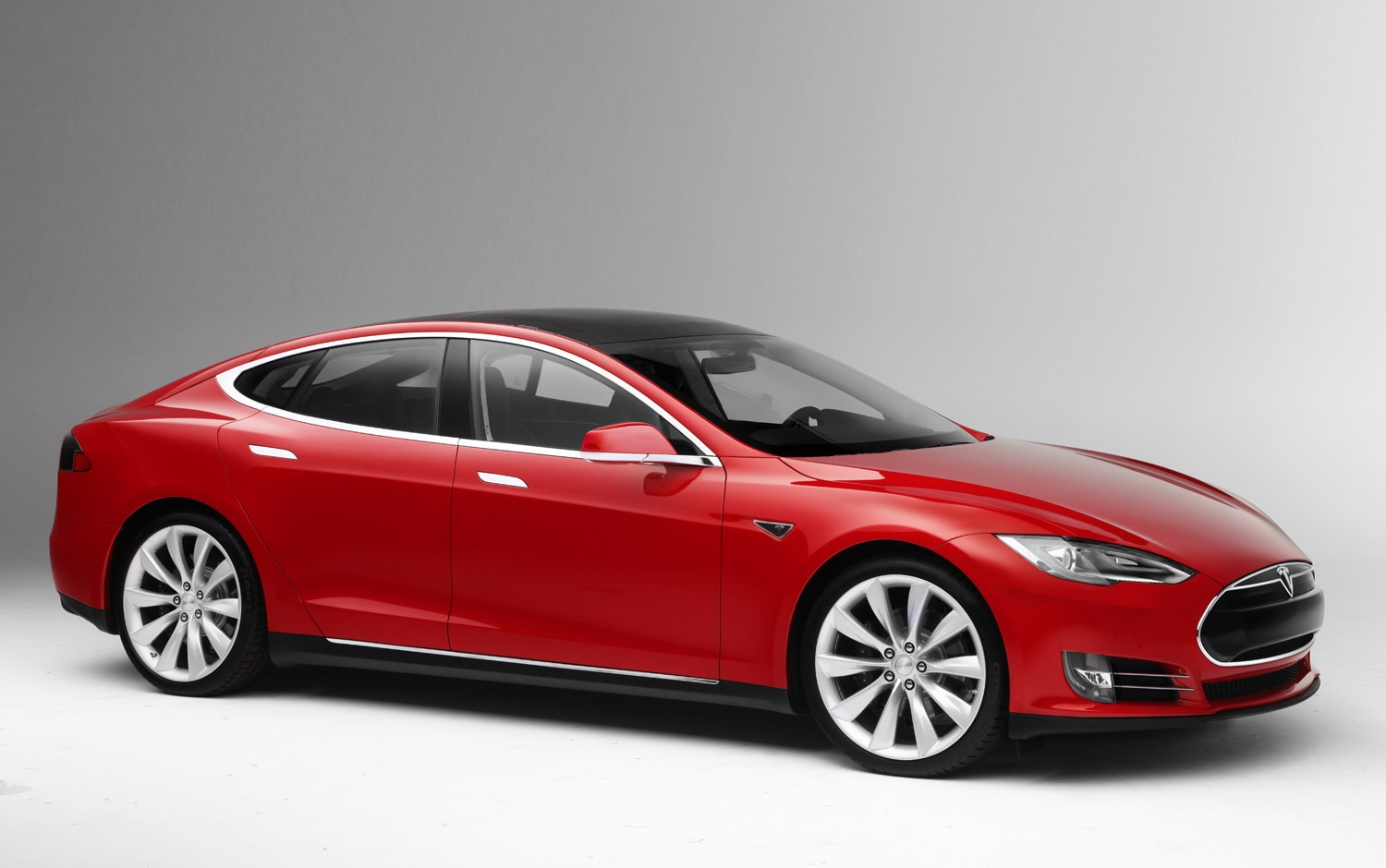 2013 Tesla Model S Front Three Quarter 111