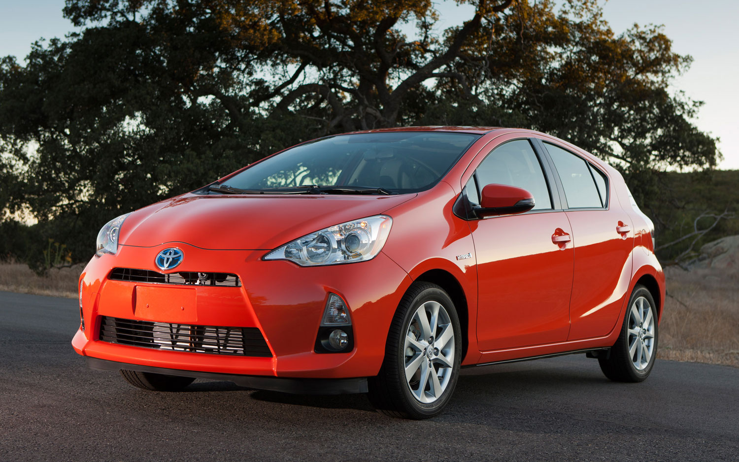 2013 Toyota Prius C Front View1
