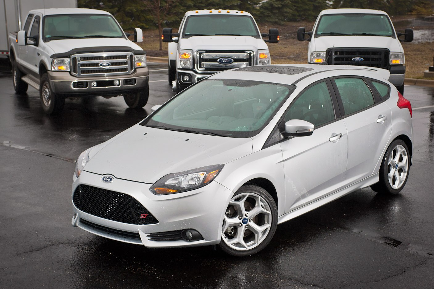 2013 Ford Focus St With Trucks1