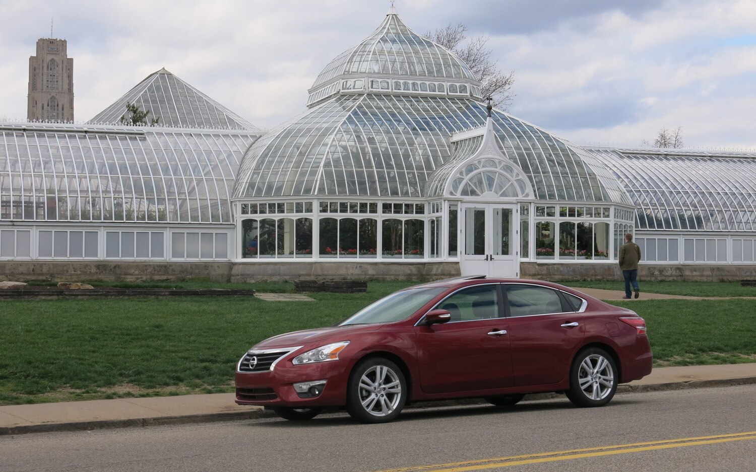 2013 Nissan Altima Front Three Quarter View 4