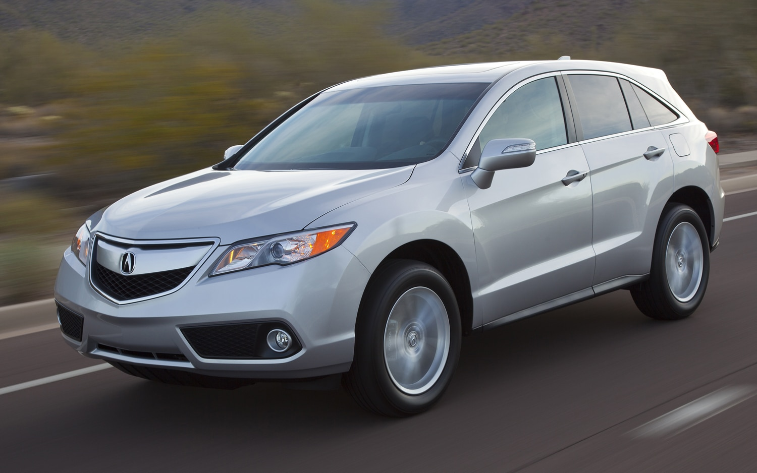 2014 Acura RDX Front Three Quarters In Motion1