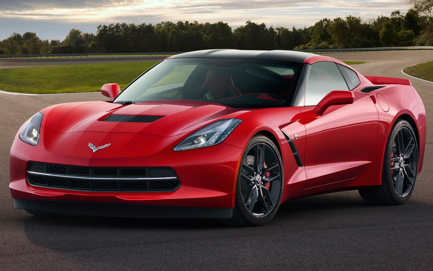 2014 Chevrolet Corvette Stingray Front Side View1