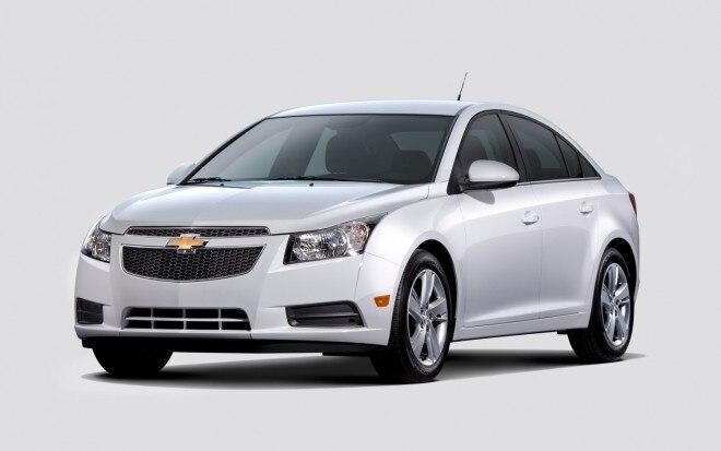 2014 Chevrolet Cruze Diesel Front Three Quarter Silver1 660x413