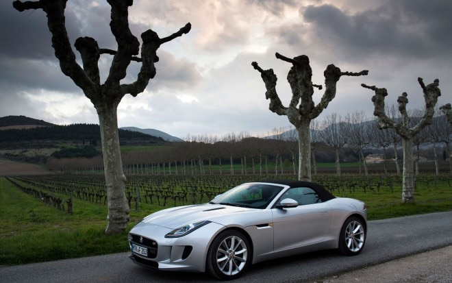 2014 Jaguar F Type V6 Front Left Side View1 660x413