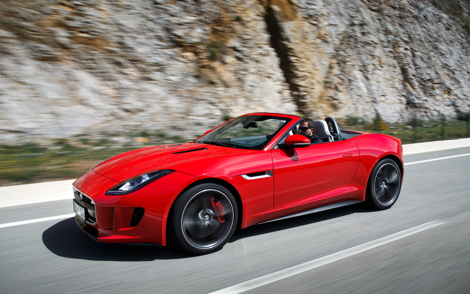 2014 Jaguar F Type V8 Front Left Side View1