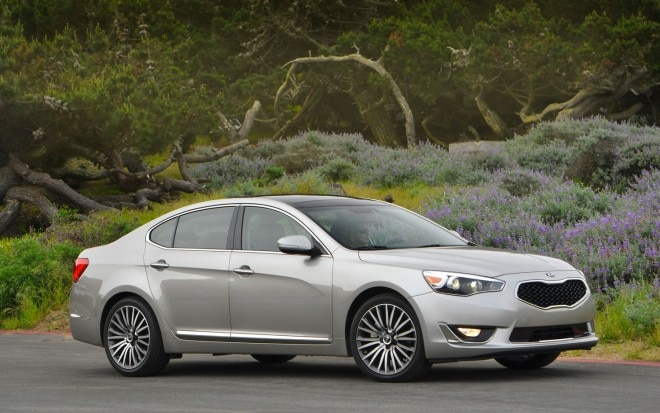 2014 Kia Cadenza Right Side View1 660x413