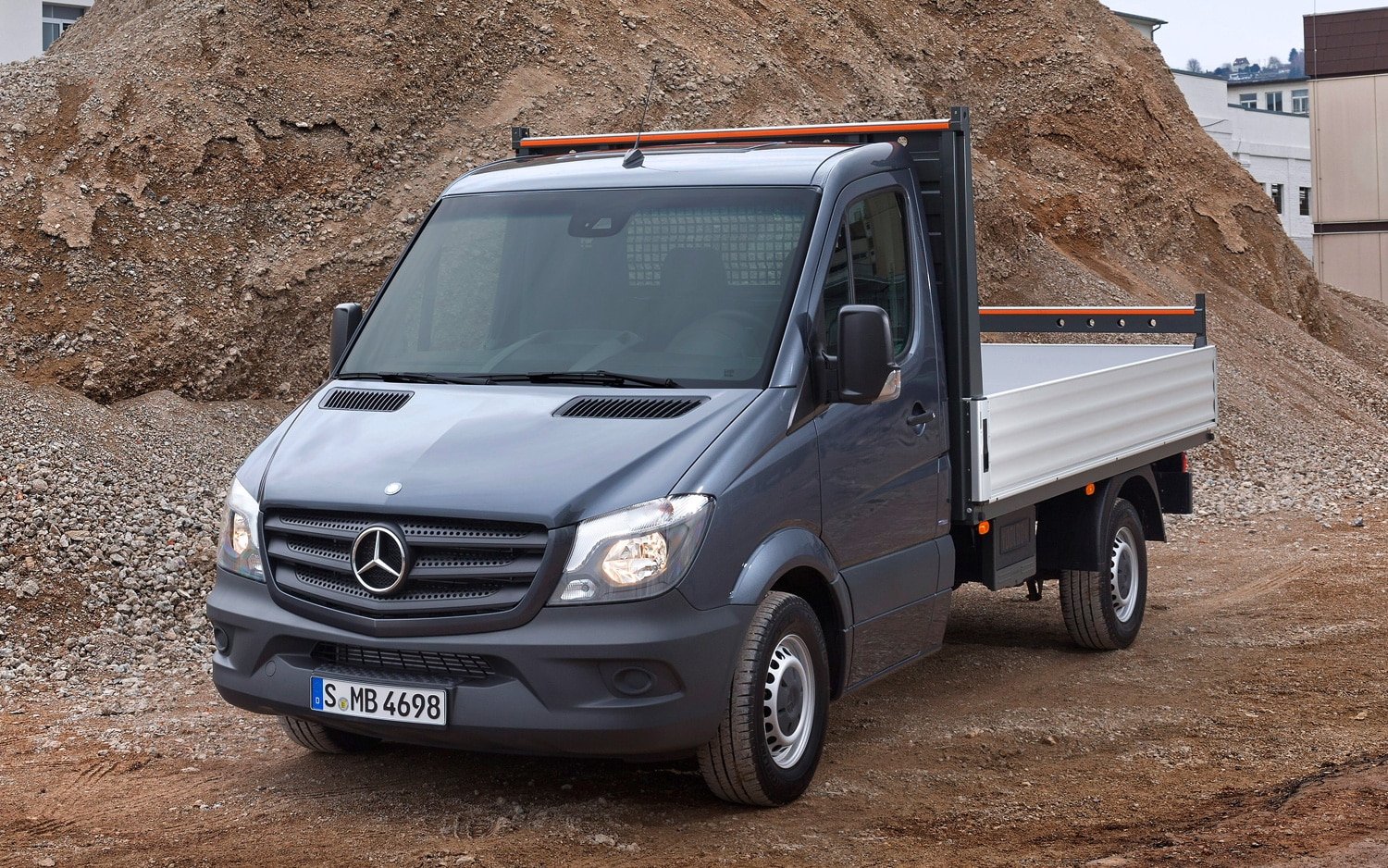 Updated 2014 mercedes benz sprinter unveiled for Mercedes benz sprinter chassis