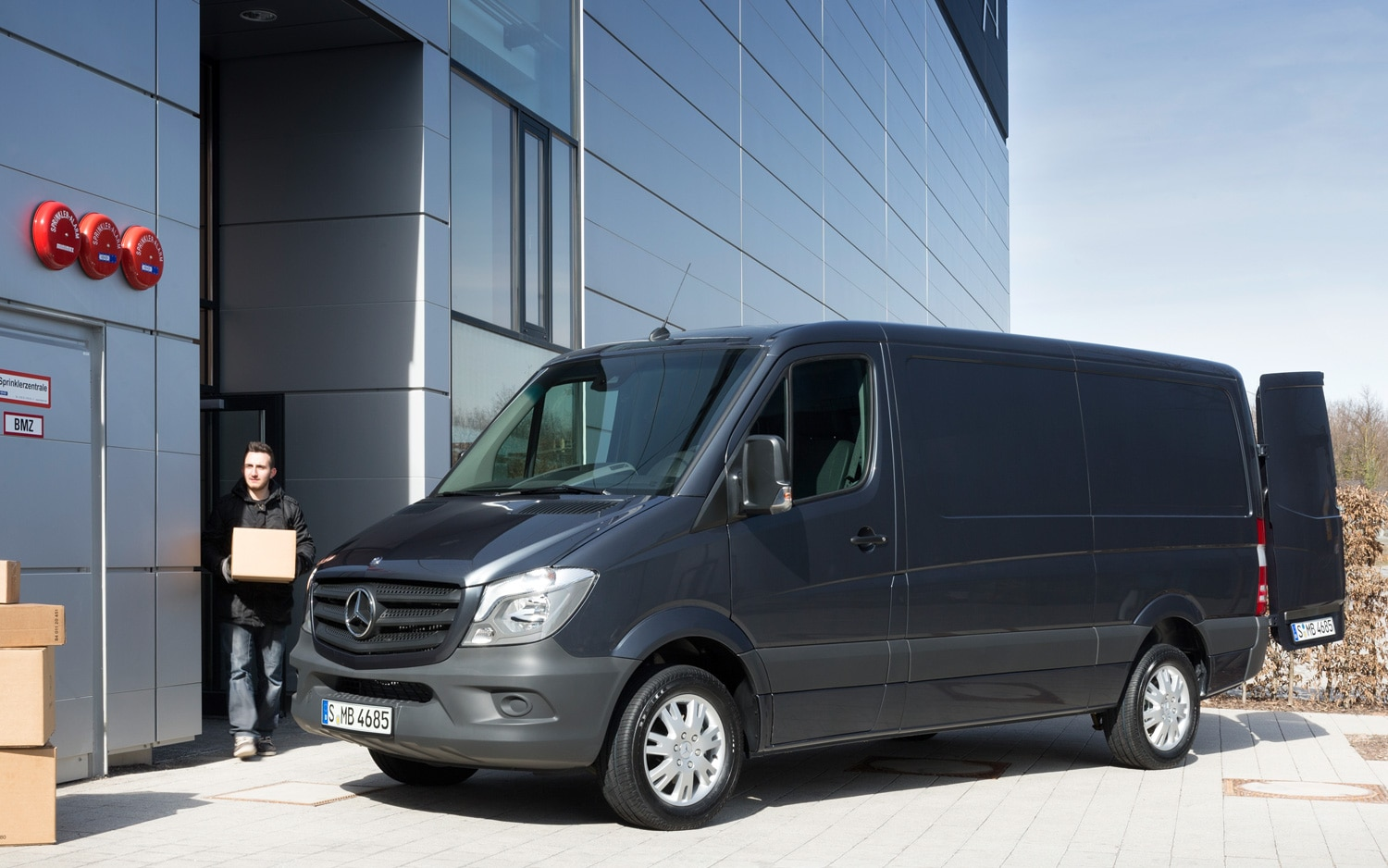 Updated 2014 mercedes benz sprinter unveiled for 2014 mercedes benz sprinter cargo van