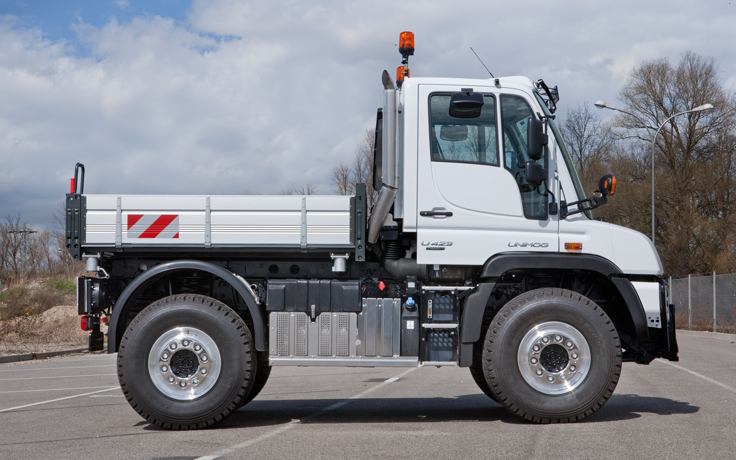Mercedes benz overhauls unimog line for Mercedes benz unimog