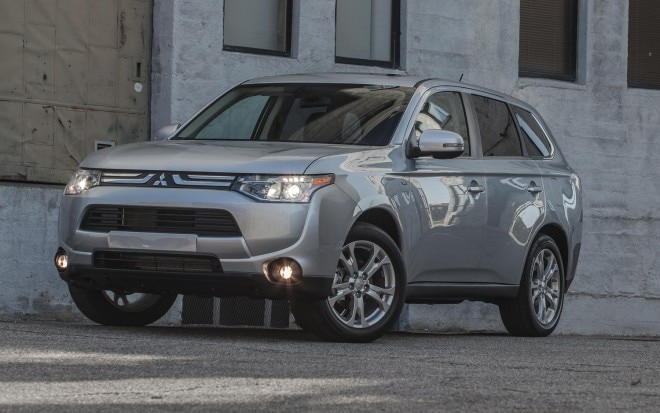 2014 Mitsubishi Outlander GT Front Three Quarters View1 660x413