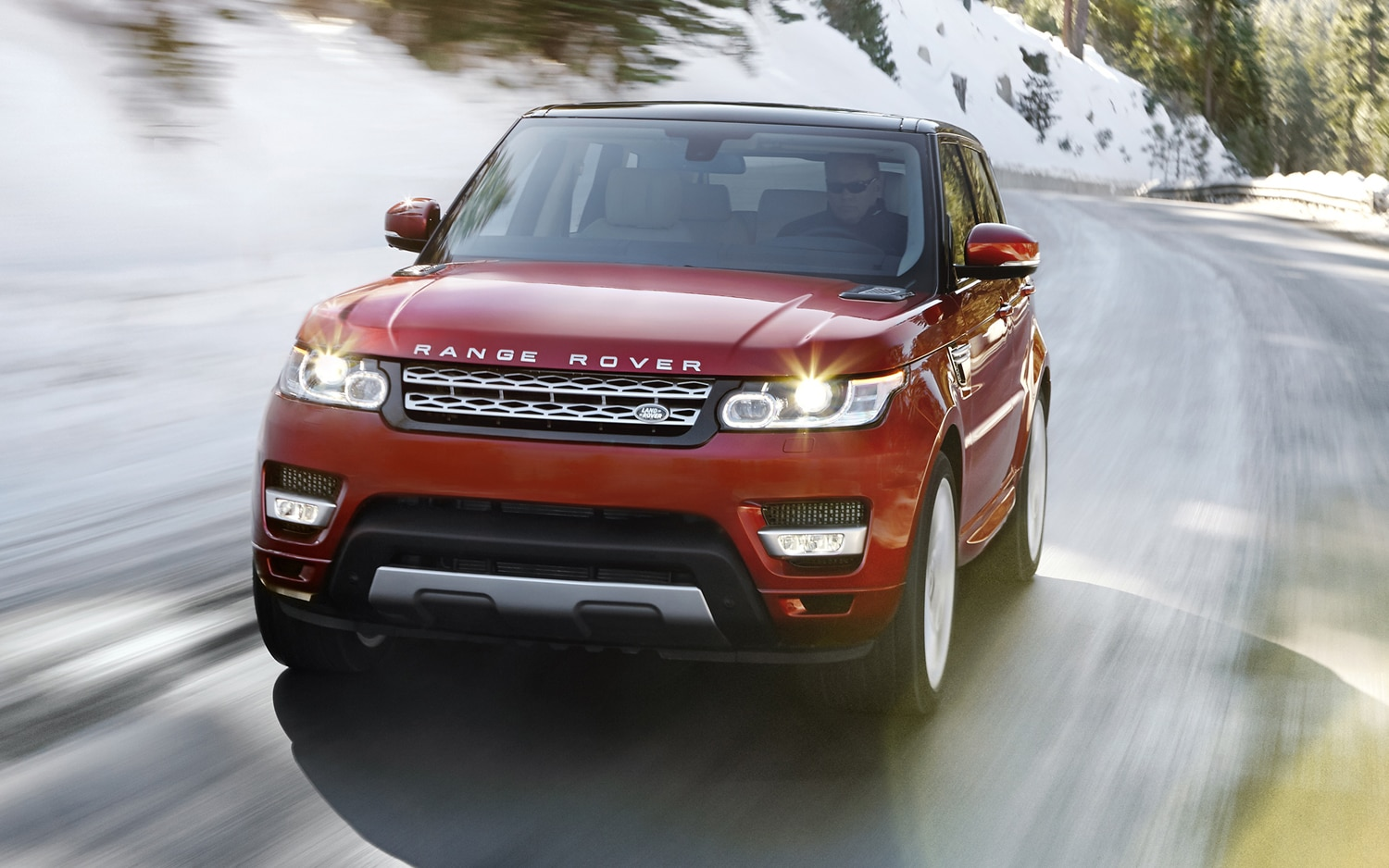 2014 Range Rover Sport Front View In Motion 051