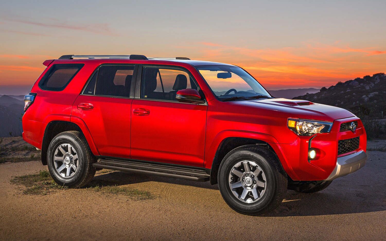 2014 Toyota 4Runner Front Three Quarter1
