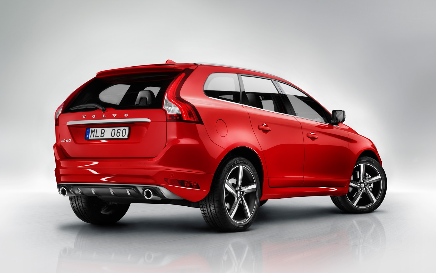 2014 Volvo XC60 R Design Rear1