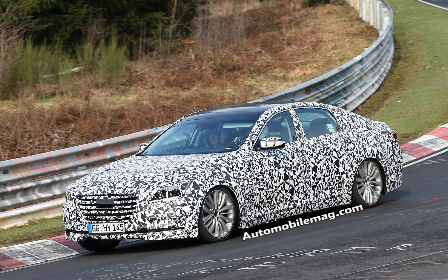 2015 Hyundai Genesis Front Three Quarter Spied 21