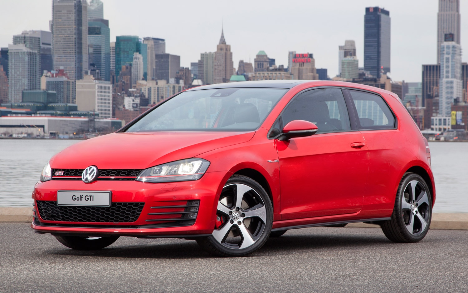 2015 Volkswagen GTI Front Three Quarter1