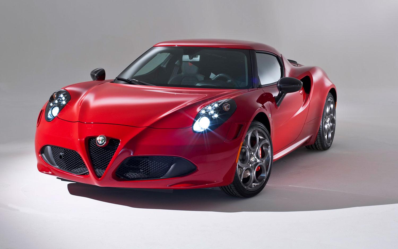 Alfa Romeo 4C Front Left View1