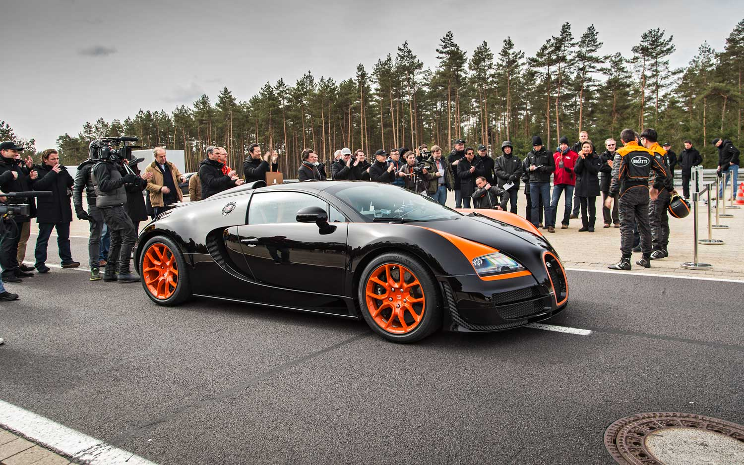 video flying in a bugatti veyron grand sport vitesse. Black Bedroom Furniture Sets. Home Design Ideas