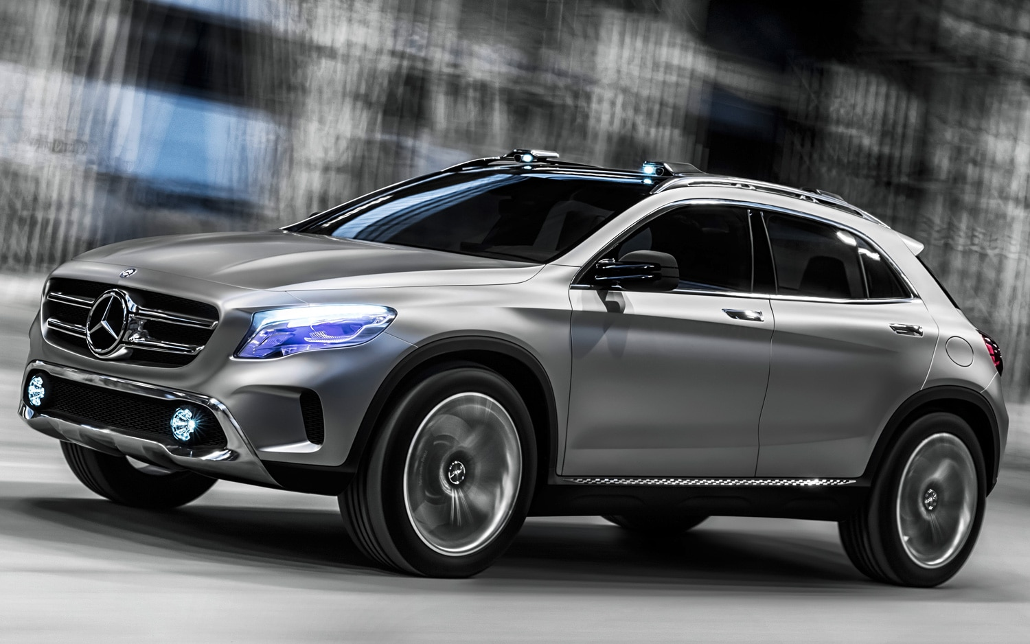 Mercedes Benz GLA Class Concept Front Three Quarters View In Motion1