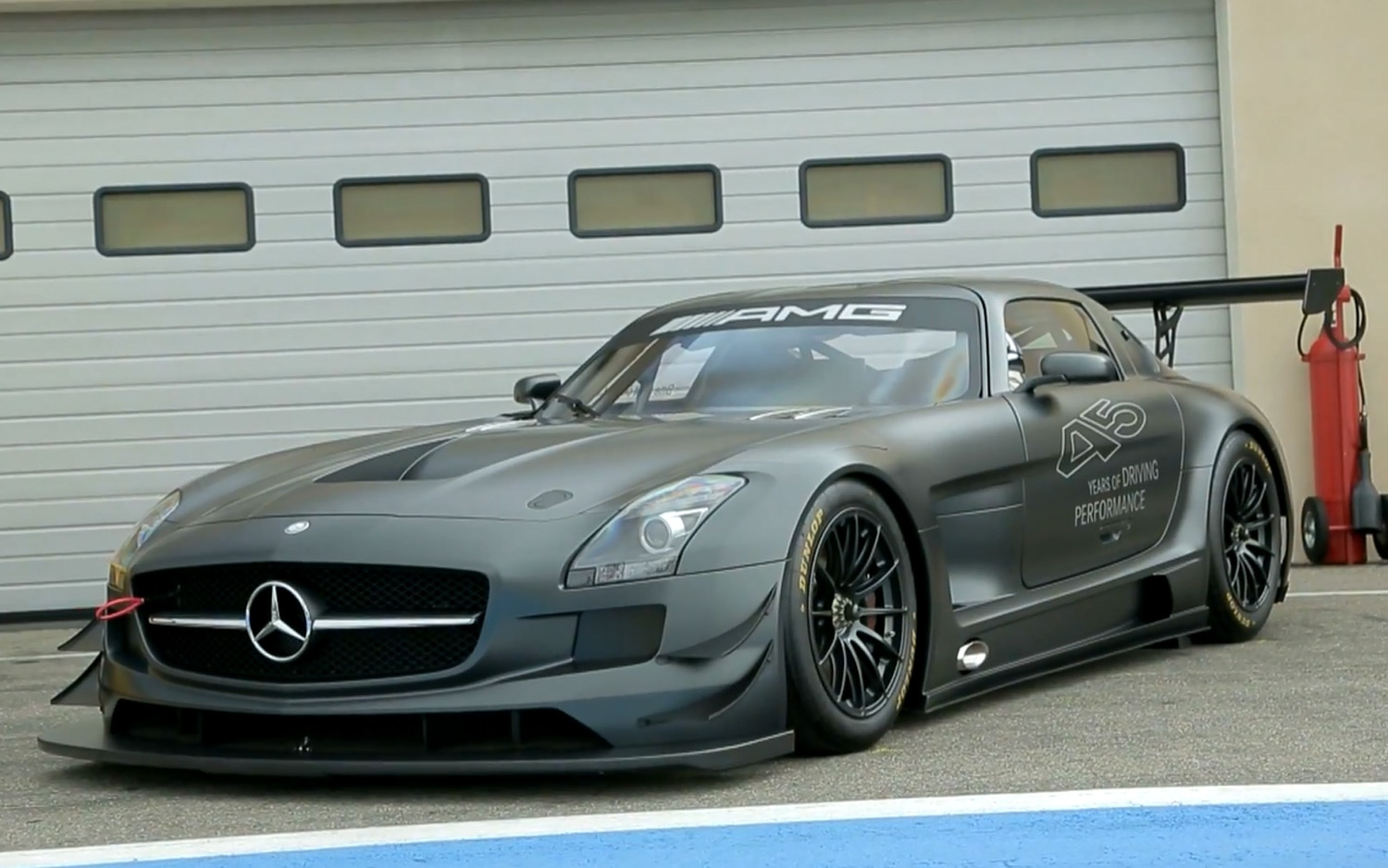 Feature flick lapping the mercedes sls amg black series for Mercedes benz black series