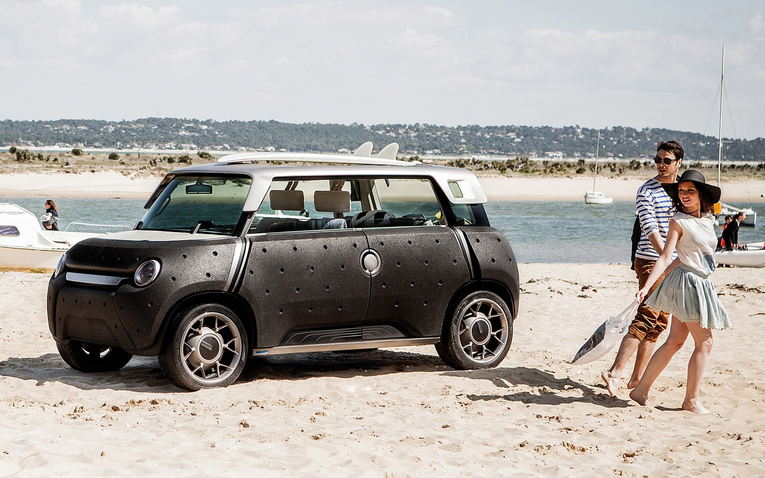 Toyota MEWE Concept Front Three Quarters View On Beach1
