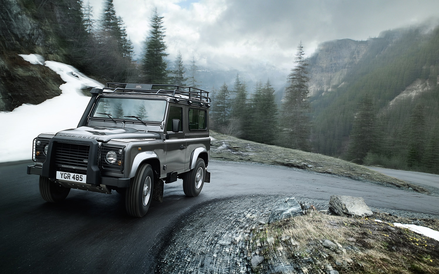2012 Land Rover Defender 90 Front Three Quarter1