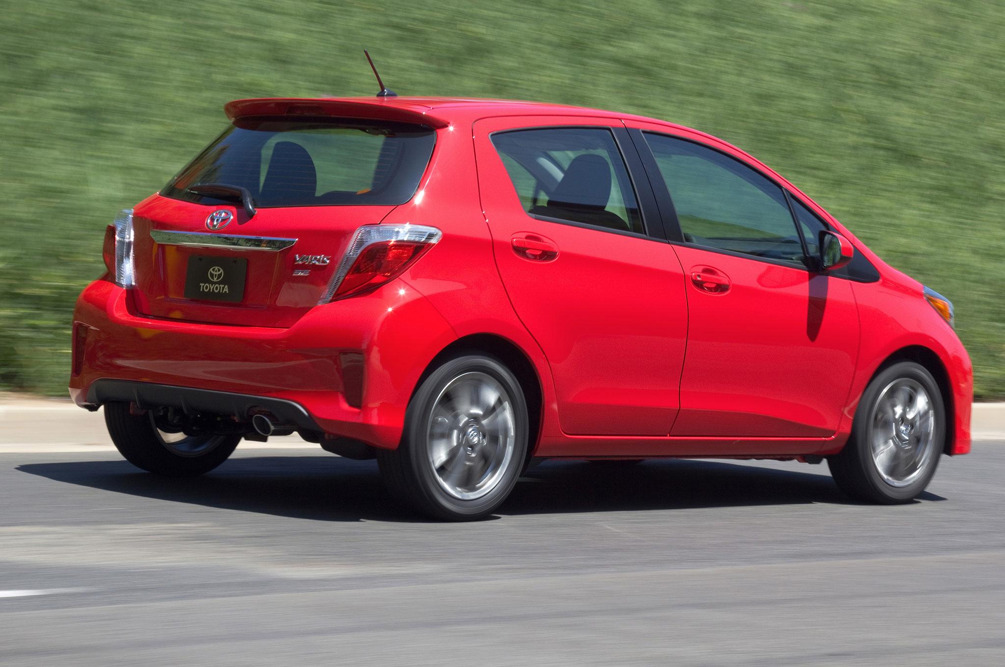 2012 Toyota Yaris SE Right Rear Angle1