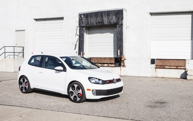 2012 Volkswagen GTI 3 Door Manual Front Right Side View 11 660x413